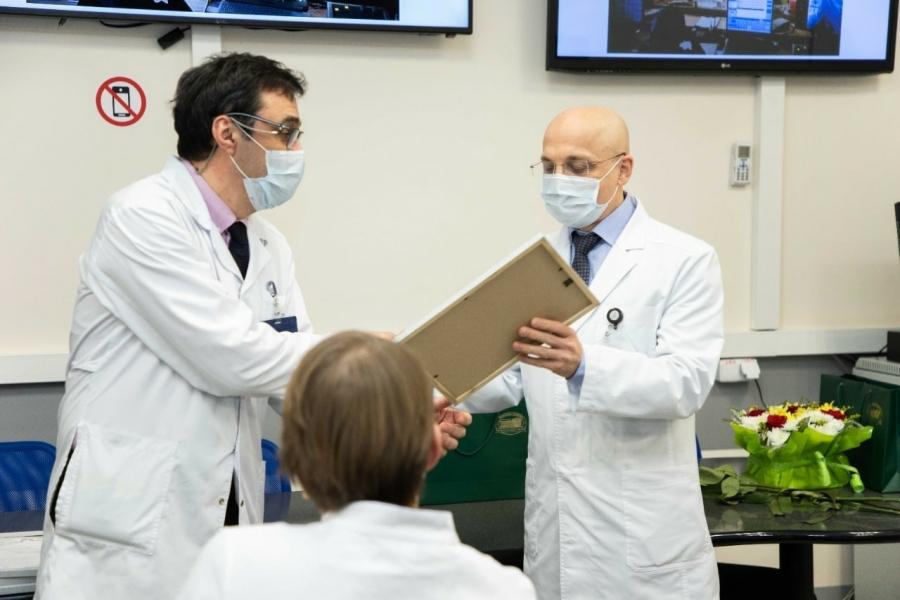 Элиссан Шандалович поздравил Республиканскую больницу имени Баранова с 70-летием