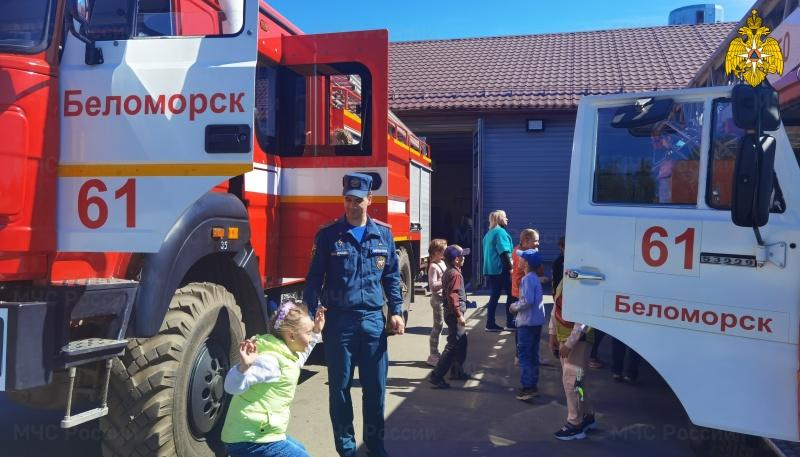Детвора в гостях у пожарных