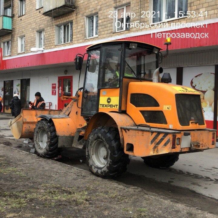 Подрядчик вывозит смёт с улиц на Зареке, Кукковке, в Центре, Октябрьском и Первомайском районах